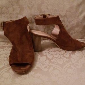 Kaye Spade suede shoe